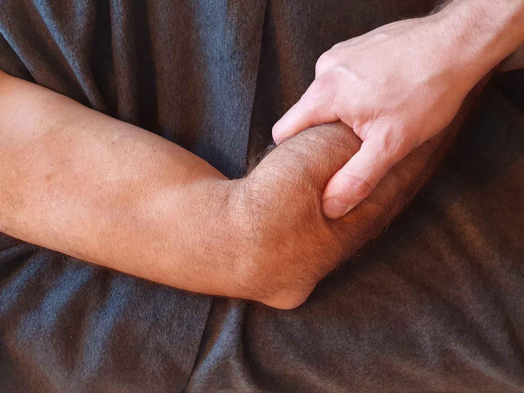 Har du ondt i albuen så få en effektiv behandling med Body SDS kropsterapi