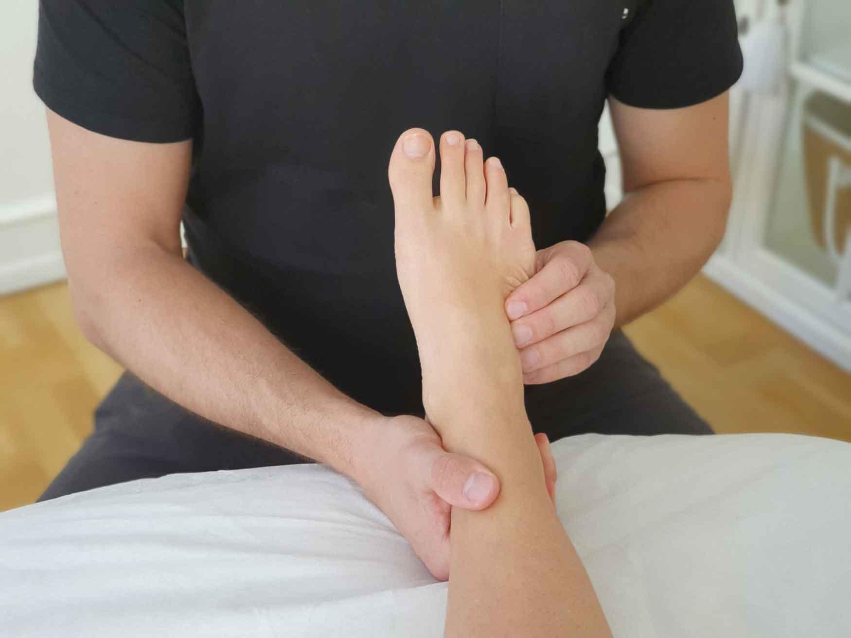 Har du ondt i foden eller begge fødder så få en effektiv behandling med Body SDS kropsterapi