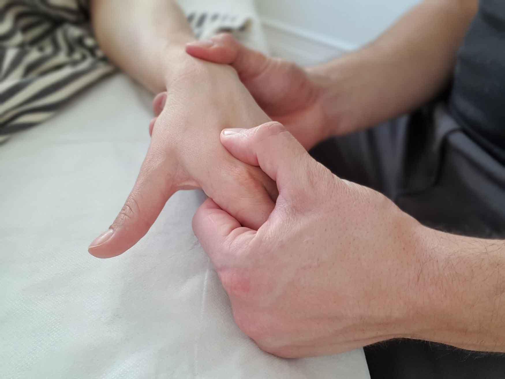 Har du ondt i hånden eller begge hænder så få en effektiv behandling med Body SDS kropsterapi