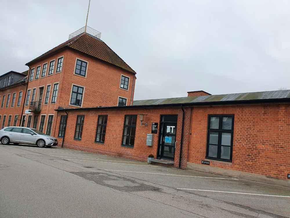 Du finder mine behandlingslokaler i den røde bygning på Olaf Ryes Gade i nummer 7T