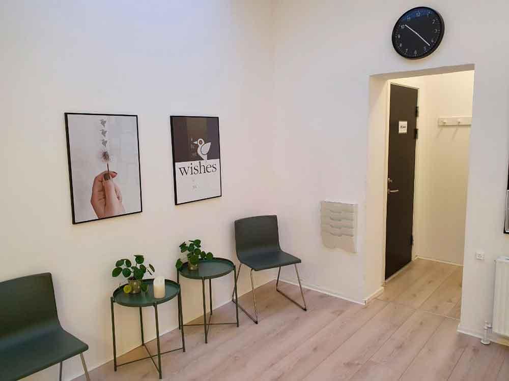 Kom indenfor og tag plads i venteværelset på Olaf Ryes Gade